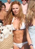 Geri Halliwell - Bikini candids in Saint Tropez, 8/4/07 Foto 137 (Джэри Холливэл - Bikini Candids в Сент-Тропе, 8/4/07 Фото 137)