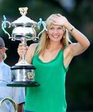 Les plus belles photos et vidéos de Maria Sharapova Th_44099_Offcourt_At_The_Australian_Open_2008_06_123_1141lo
