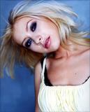 http://img108.imagevenue.com/loc137/th_82834_Christina_Aguilera_Bernhard_Kuehmsted_002.jpg