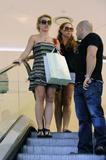 http://img108.imagevenue.com/loc404/th_04251_November_23_-_Britney_shopping_at_Queens_Plaza_in_Brisbane8_Australia9_122_404lo.jpg