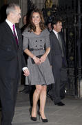 [Image: th_486477124_tduid2273_Kate_Middleton_41_122_412lo.jpg]