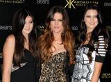 th_66970_KendallJenner_KardashianKollectionLaunchPartyatTheColonyinHollywood_August172011_By_oTTo6_122_421lo.JPG