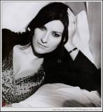 Egyptian singer Laura Pausini showing cleavage in an interview. Foto 10 (Египетского певца Лаура Паузини Показаны раскол в интервью. Фото 10)