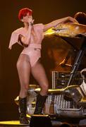 th_54588_RihannaLastGirlOnEarthTourLasVegasUSA17.07.2010_055_122_473lo.jpg