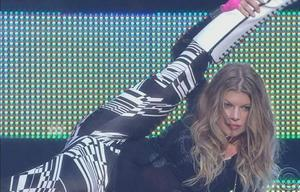 Fergie's crotch performing for all to see ... 1 pic