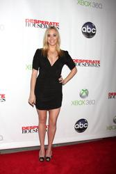 http://img108.imagevenue.com/loc542/th_932385252_AndreaBowen_DesperateHousewives_SeriesFinaleParty_5_122_542lo.jpg
