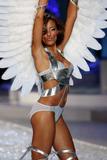 th_10511_Selita_Ebanks_2008_Victorias_Secret_Fashion_Show_Runway_15_122_655lo.jpg
