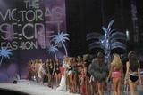 th_59912_celeb-city.org_VICTORIAS_SECRET_Fashion_Show__65_122_675lo.JPG